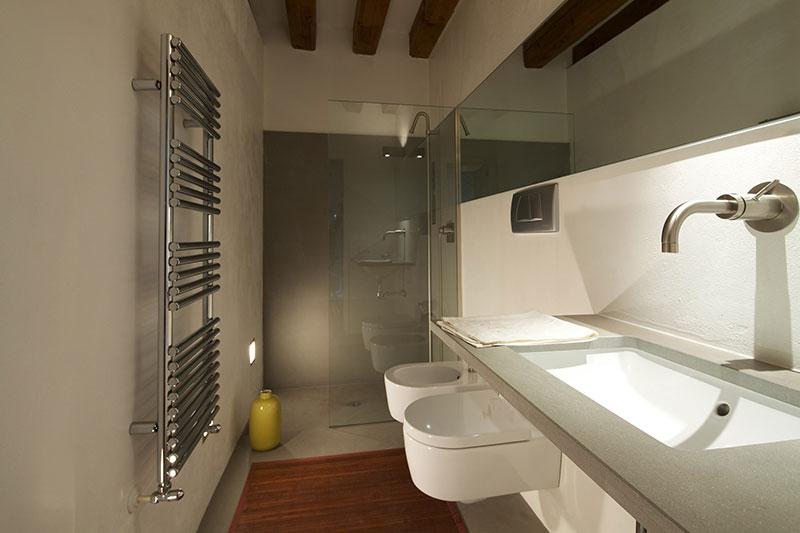 Lawyer 39 s house interior designe disegno di arredi - Bagno piccolissimo in camera ...